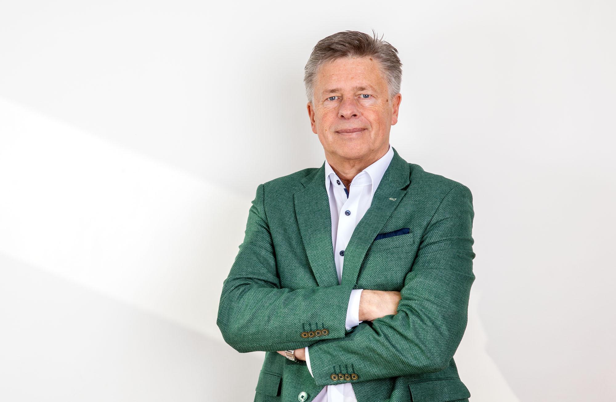 Günter Tiroux  -> Profil